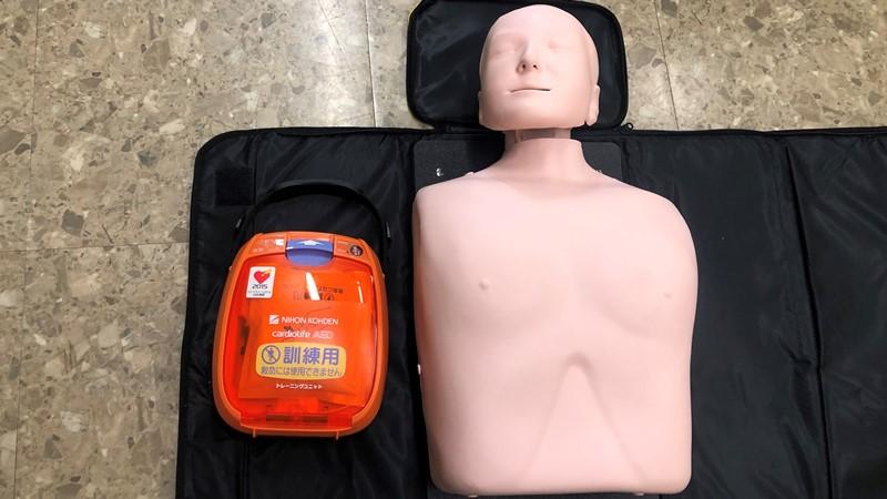 訓練用の人形 AED