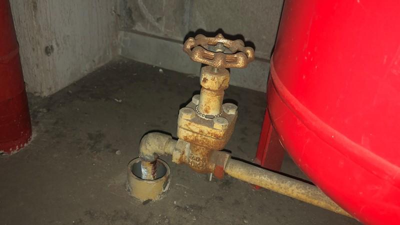 圧力タンク 排水