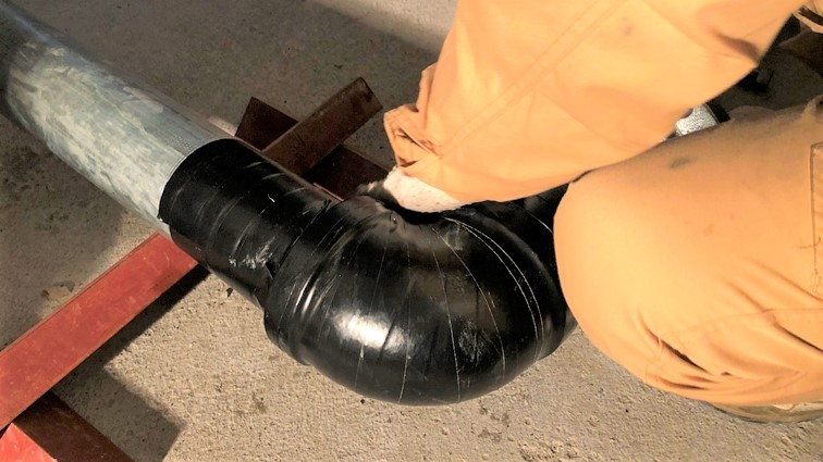 地中埋設配管 防蝕テープ貼付け