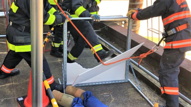 ベランダ仕切り板 訓練 消防