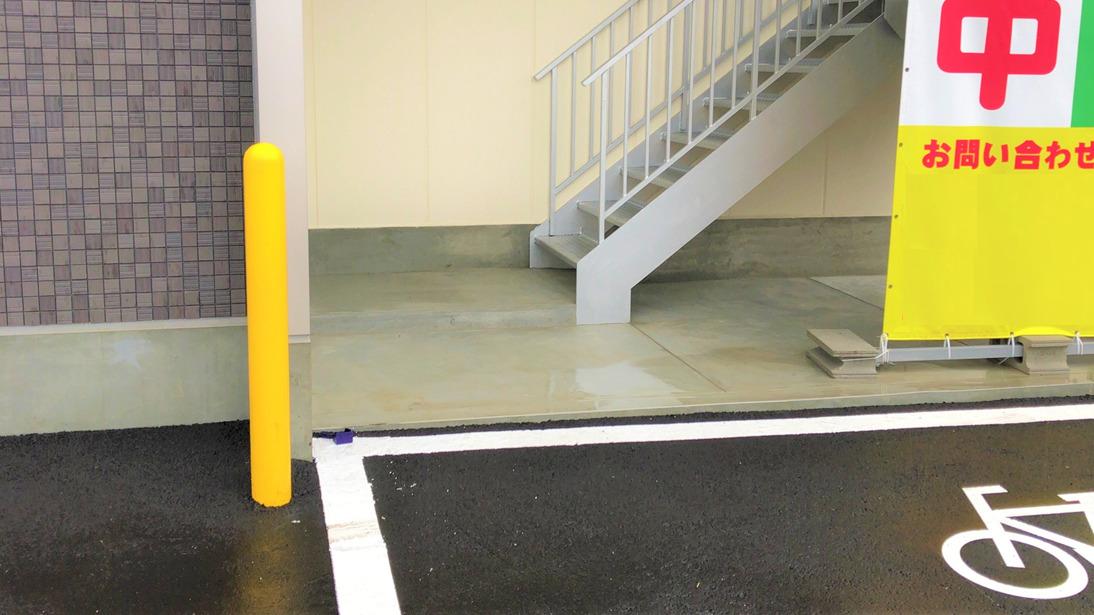 避難階段 駐輪場
